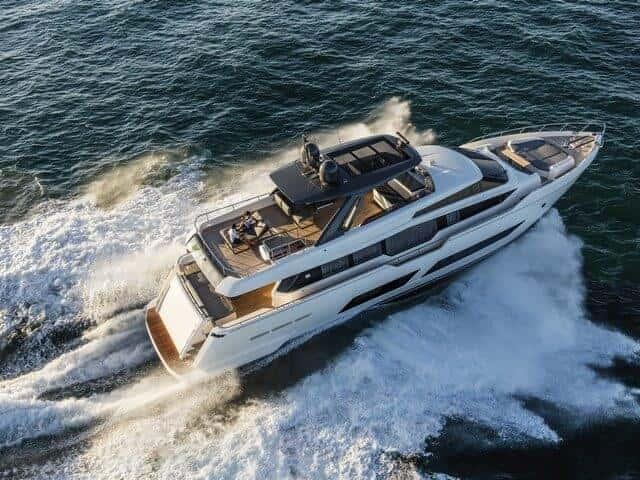 Ferretti Yachts 850, un nuevo hito