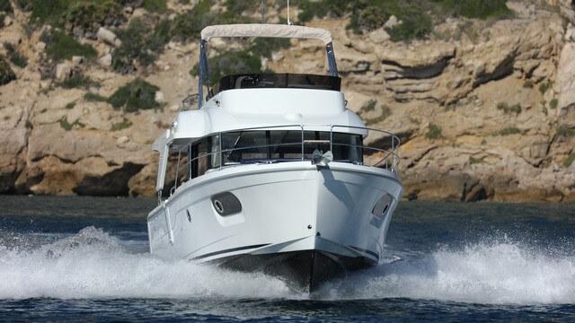 Bénéteau Swift Trawler 35 navegando