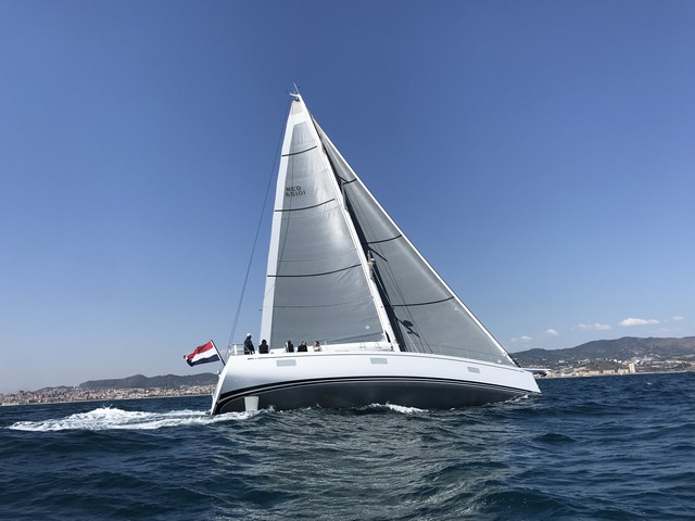 Navegamos en la primera unidad del nuevo Swan 65