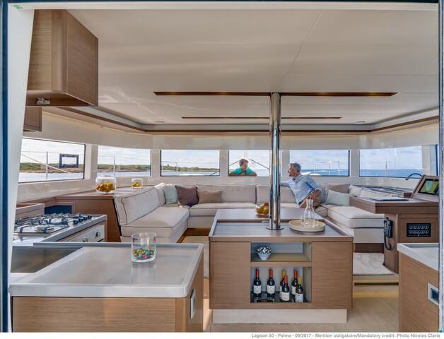 Lagon 50 salón vistas panorámicas a 360 grados