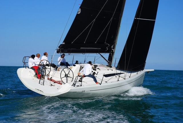 Italia Yacht 11.98  navegando