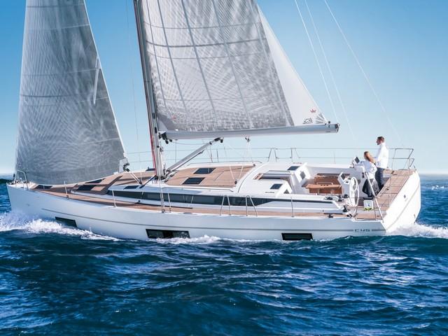 Bavaria C45, un crucero con tres caras