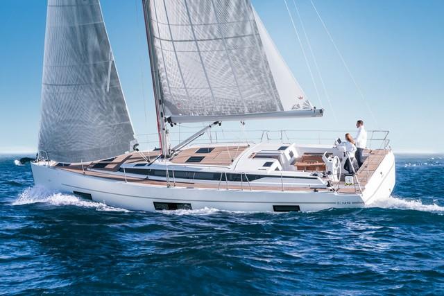 Bavaria C45 navegando velero