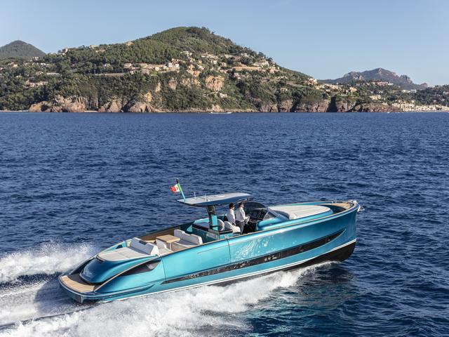 Island Yachts Broker con Solaris Power