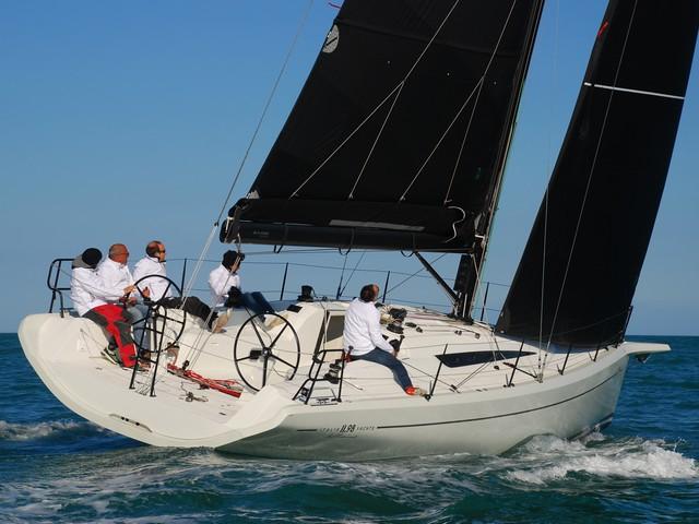 Italia Yachts 11.98 Concentrado de pasión por la vela