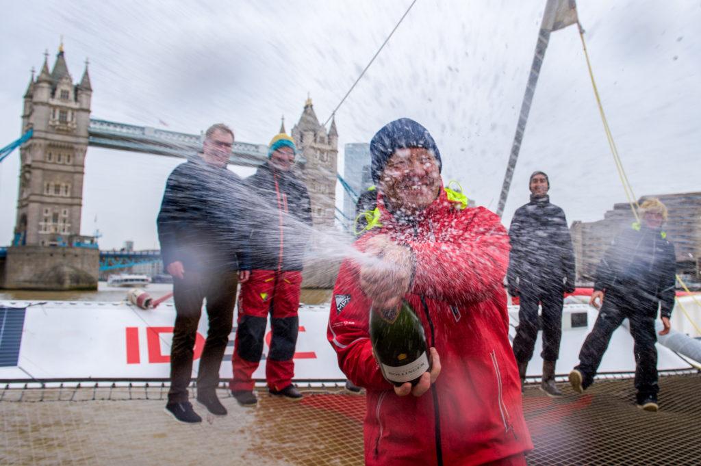 El Maxi Trimarán IDEC Sport bate el récord de la Ruta del Té