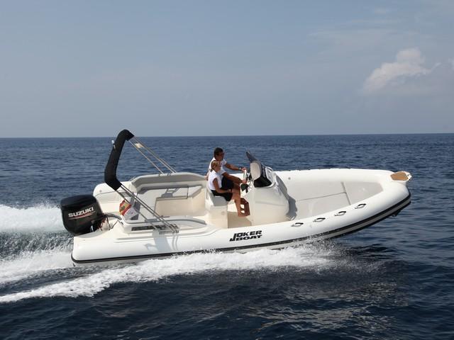 Joker Boat Clubman 24, cómoda y práctica