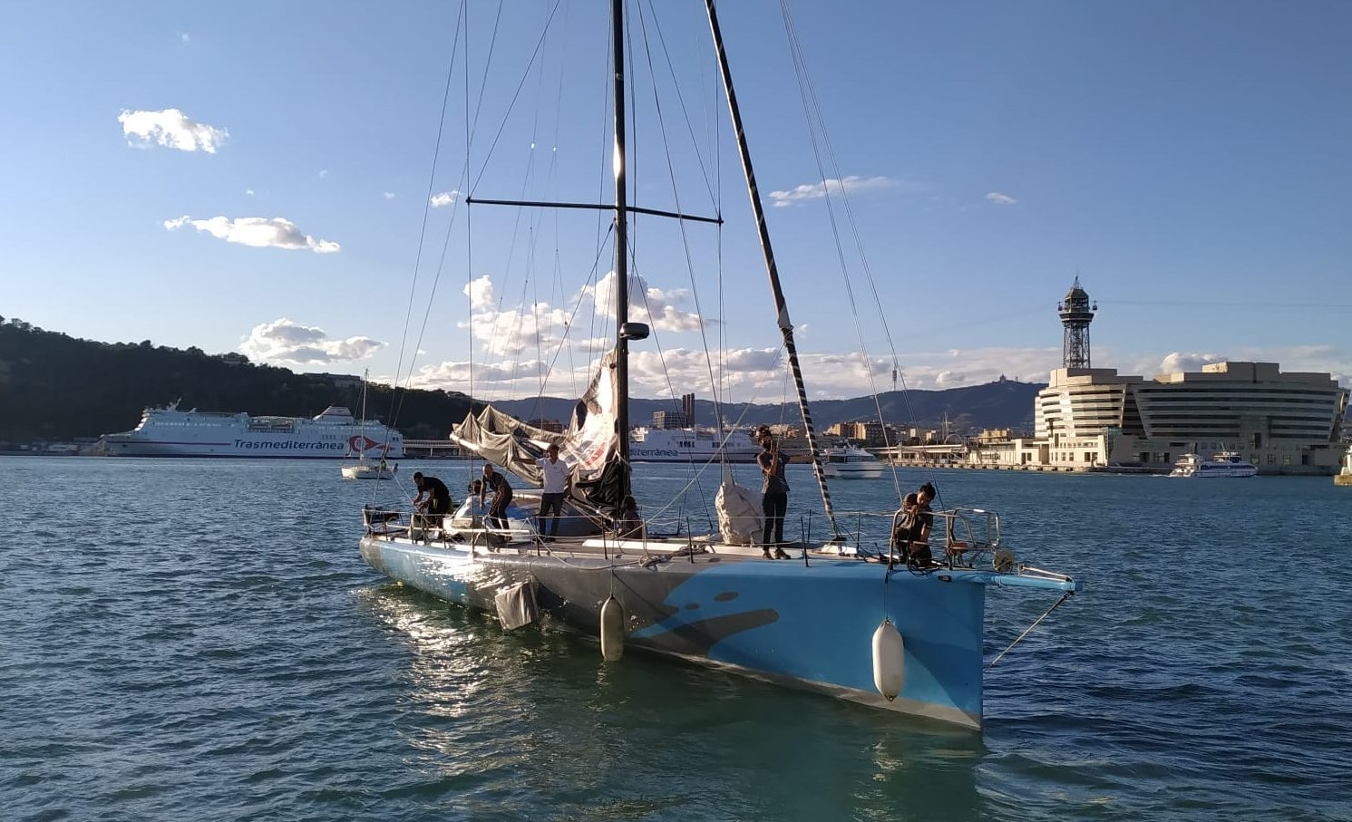 Didac Costa zarpa desde Barcelona rumbo a la Vendée Globe