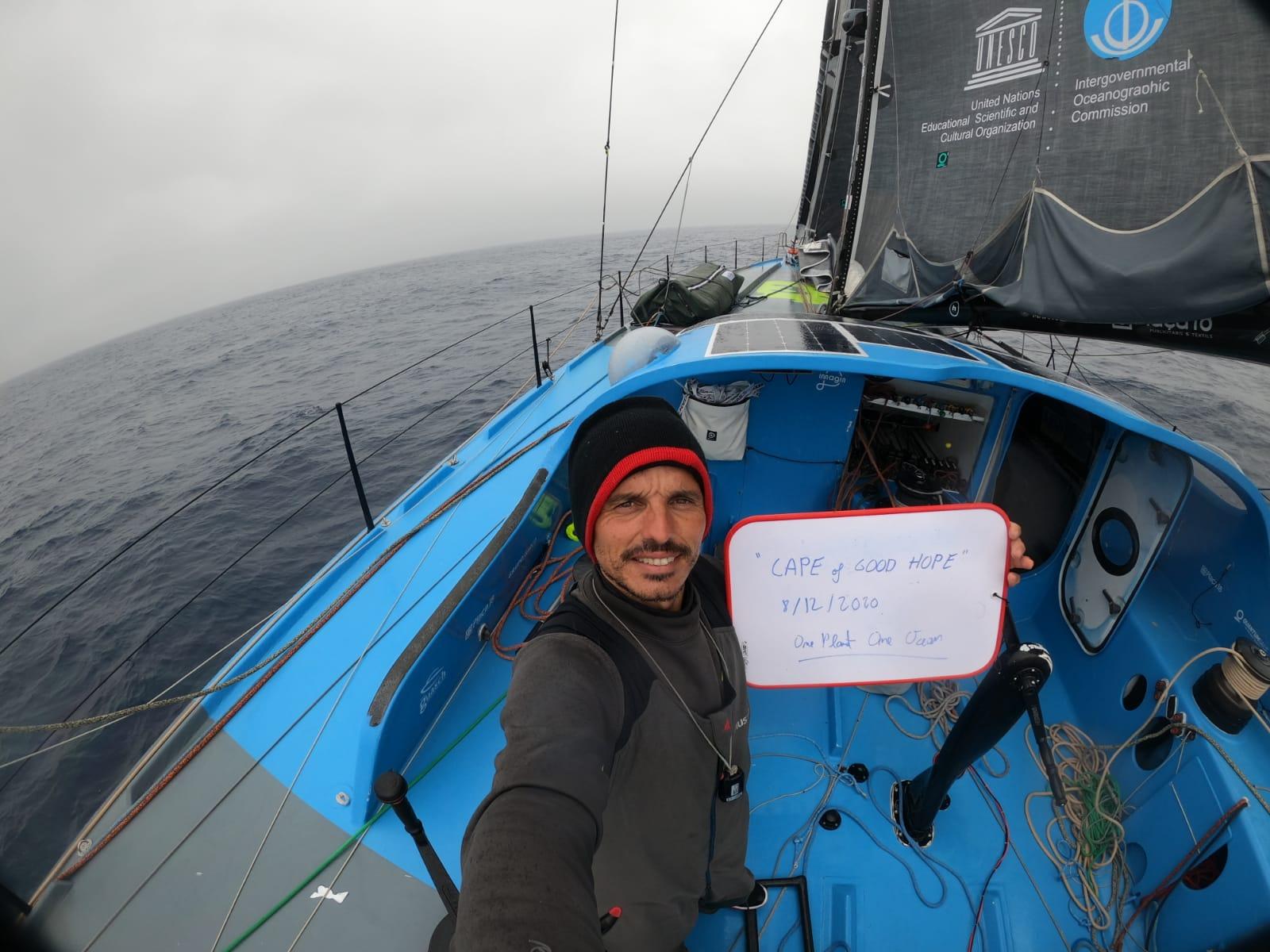 Didac Costa pasa el Cabo de Buena Esperanza a un mes de iniciar su segunda Vendée Globe