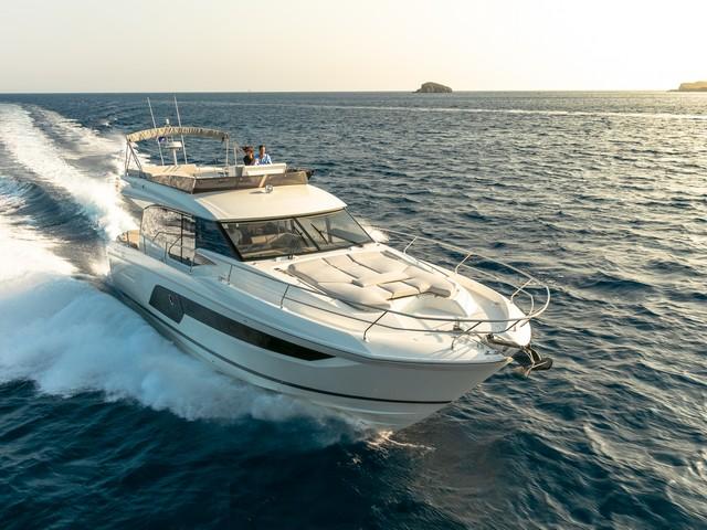 Prestige 590 Flybridge, para vivir el mar
