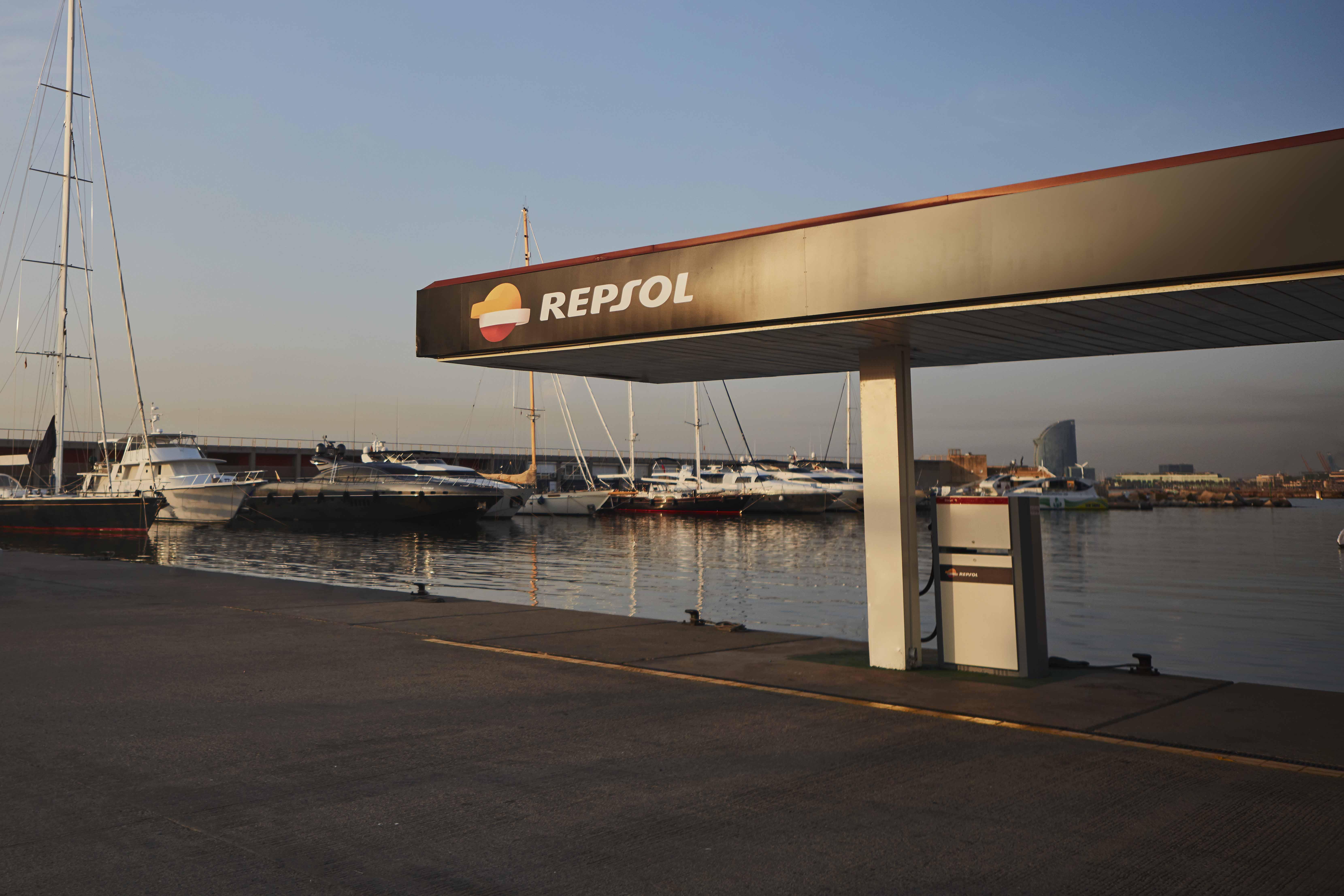 Mantén tu embarcación de recreo siempre como nueva con carburantes y gasóleos de Repsol destinados para el sector marítimo
