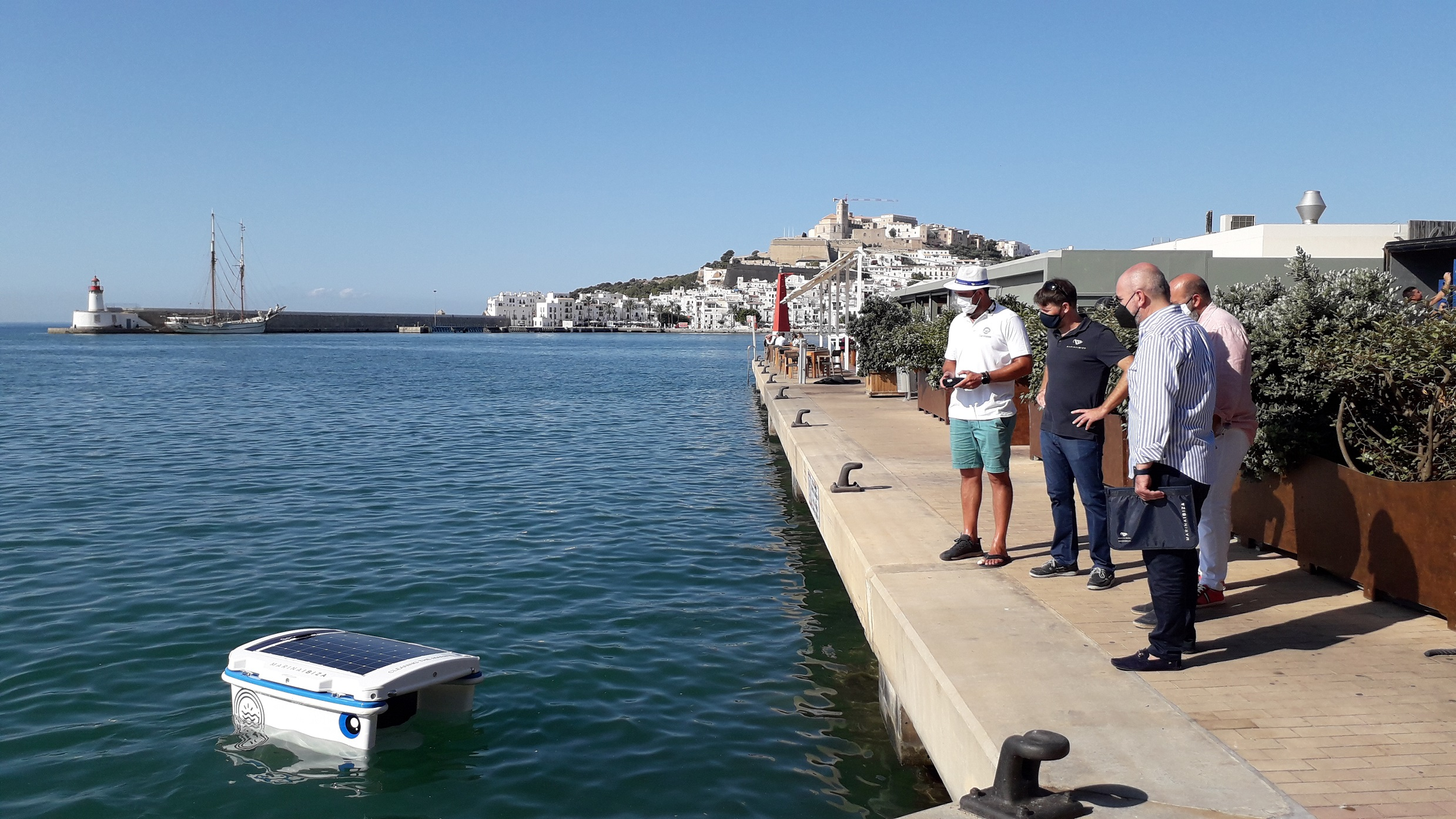 Marina Ibiza y Marina Port de Mallorca, primeros puertos en España en usar un robot de limpieza del agua