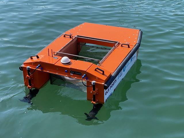 Marina Badalona pone en marcha un sistema de recogida de residuos con drones acuáticos