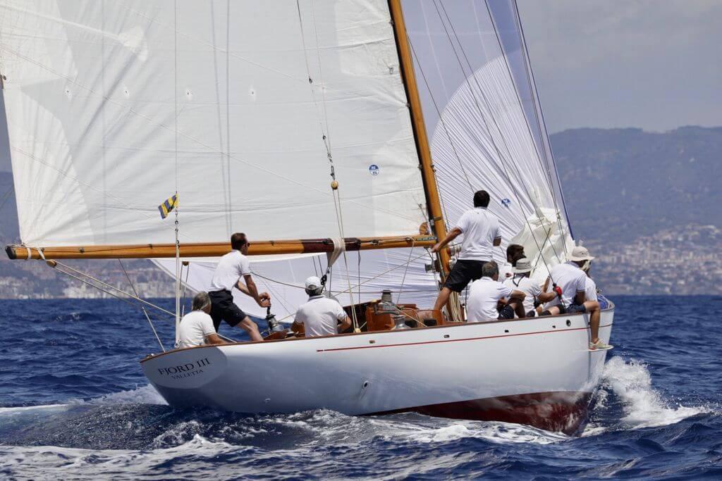 Yanira, en Clásicos, y Fjord III, en Época, se han impuesto en la primera jornada de la regata Puig Vela Clàssica